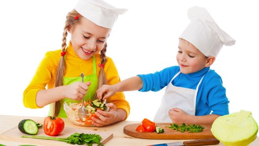 Simple tips for building healthy food relationships for our children